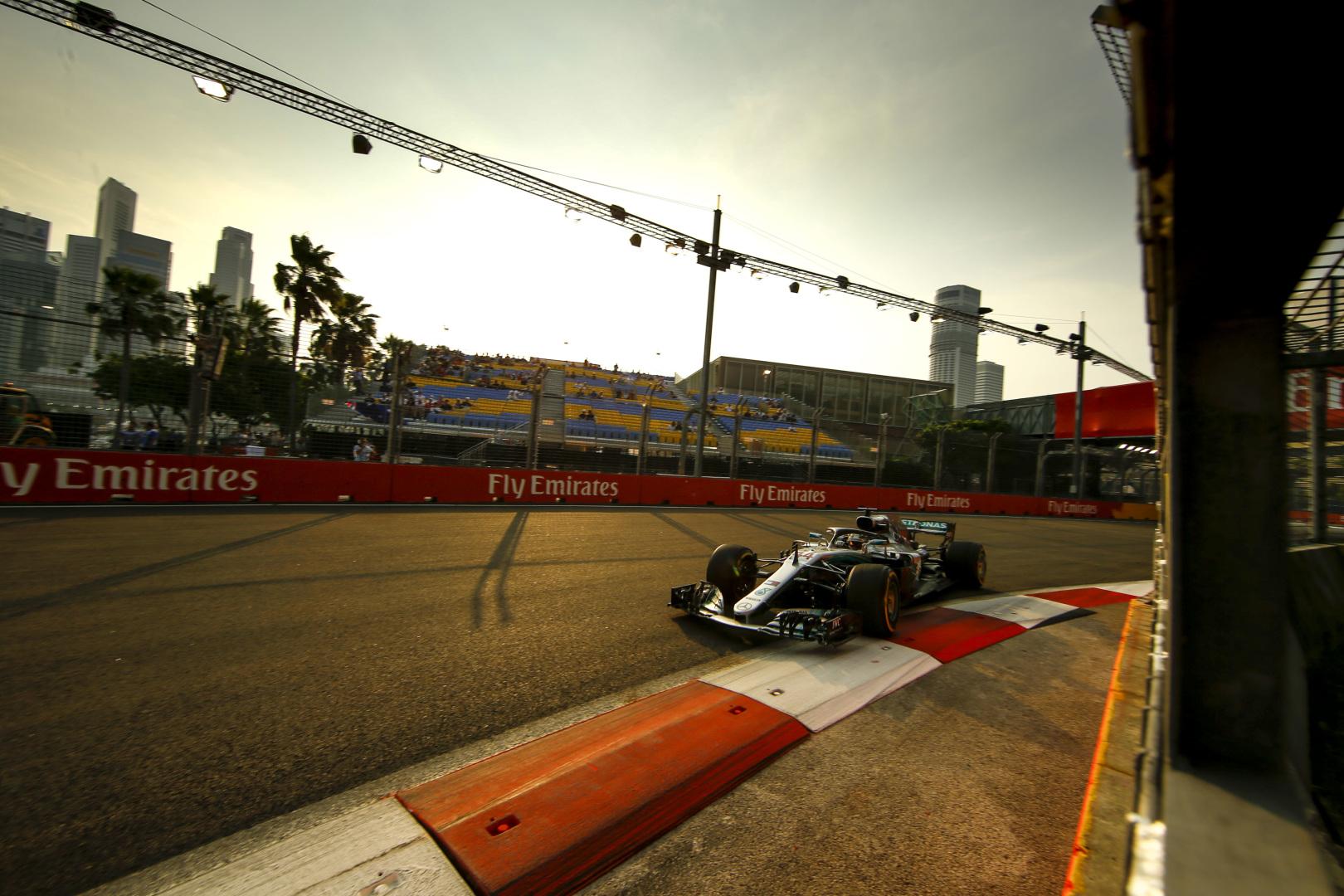 Szingapúri Nagydíj: Hamilton nyert Verstappen és Vettel előtt