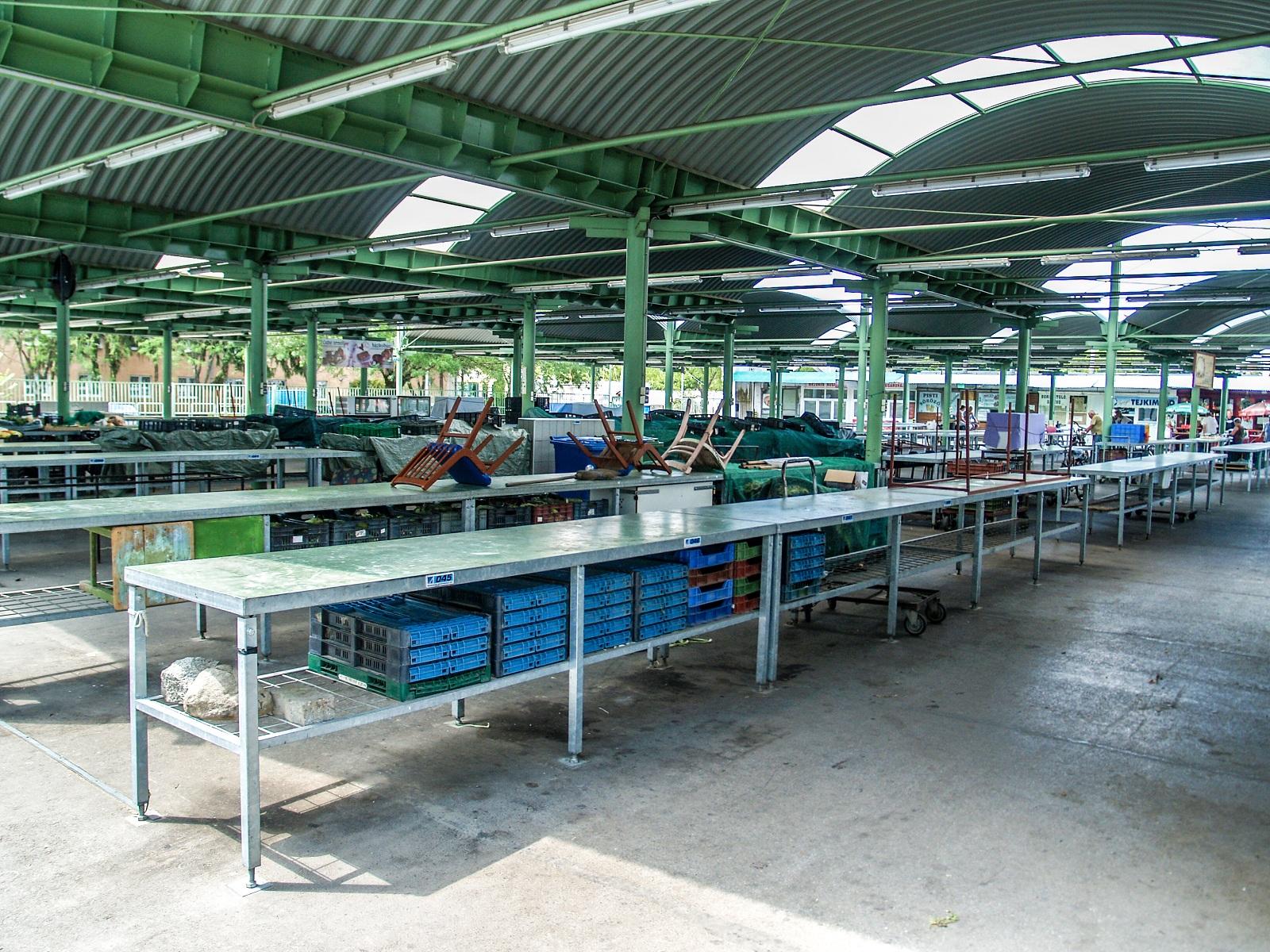 A csabai piacon is él az idősek vásárlási idősávja