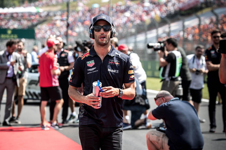 Ricciardo nyerni megy Szingapúrba