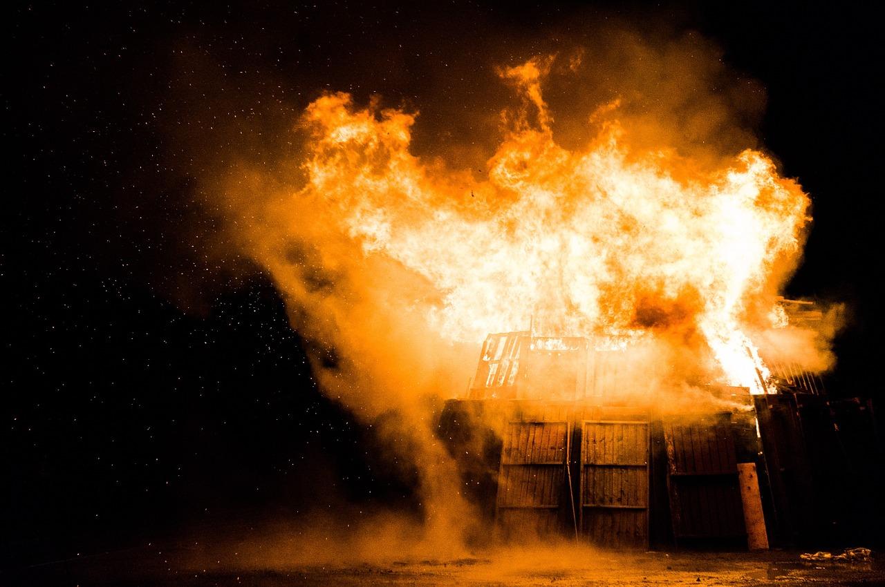 Tűz és robbanásveszély: Rendőrök vették észre, hogy baj van