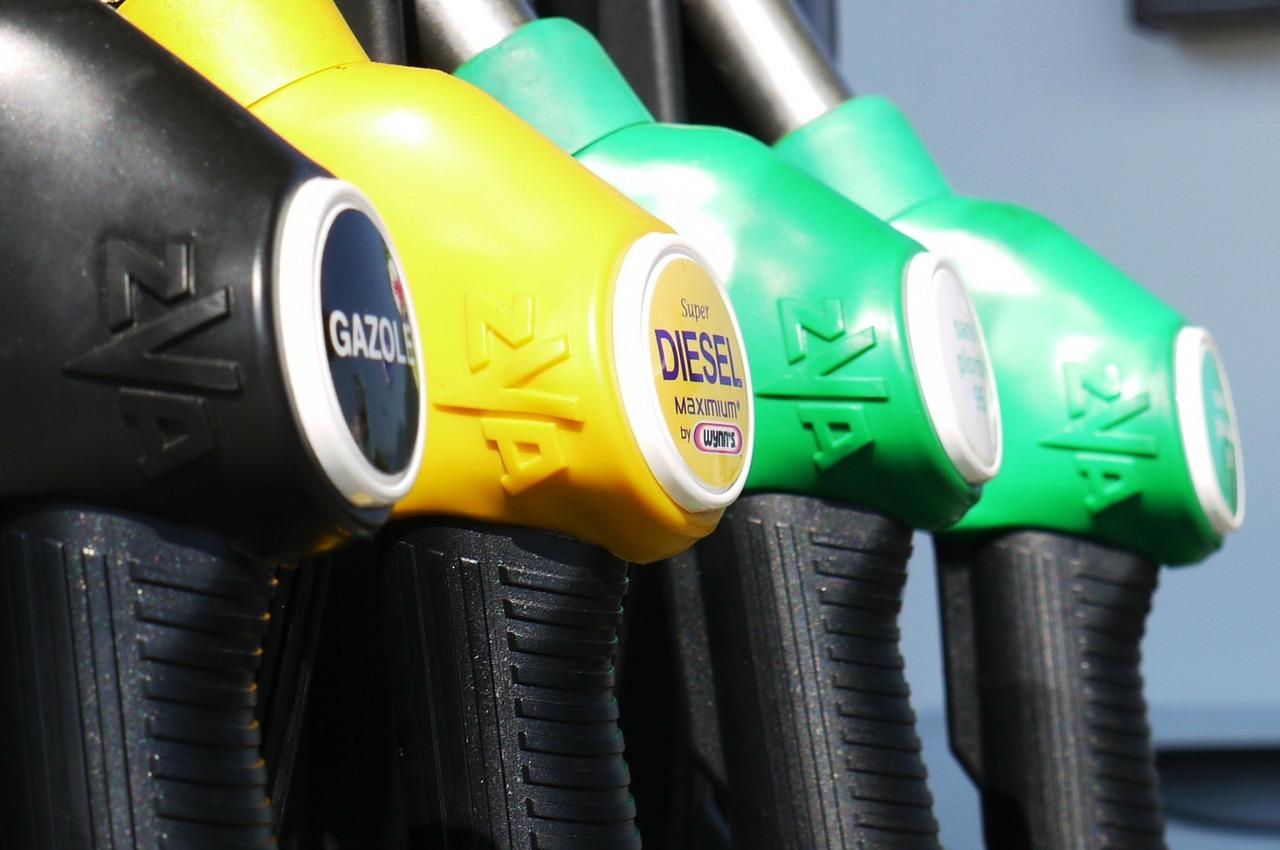 Péntekre ismét emelkedett a benzin ára