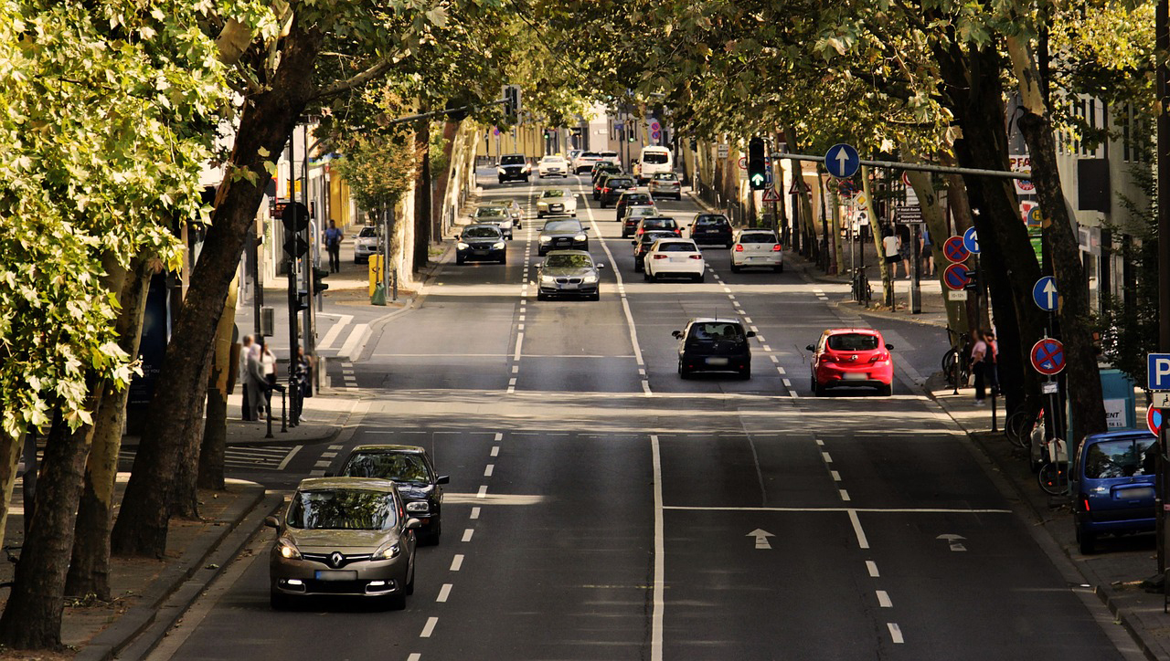 Nőtt a forgalomba helyezett új személyautók száma októberben Magyarországon