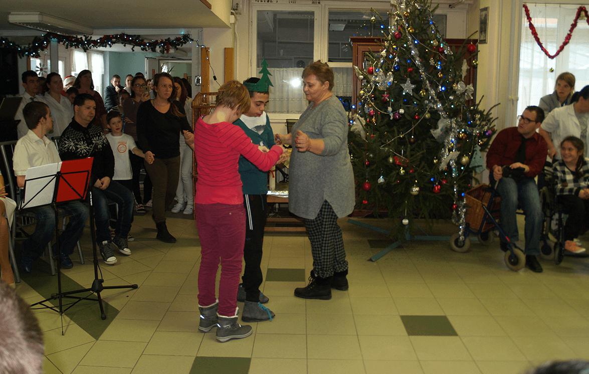 Karácsonyi ünnepséget rendeztek a Degré utcai gyermekotthonban
