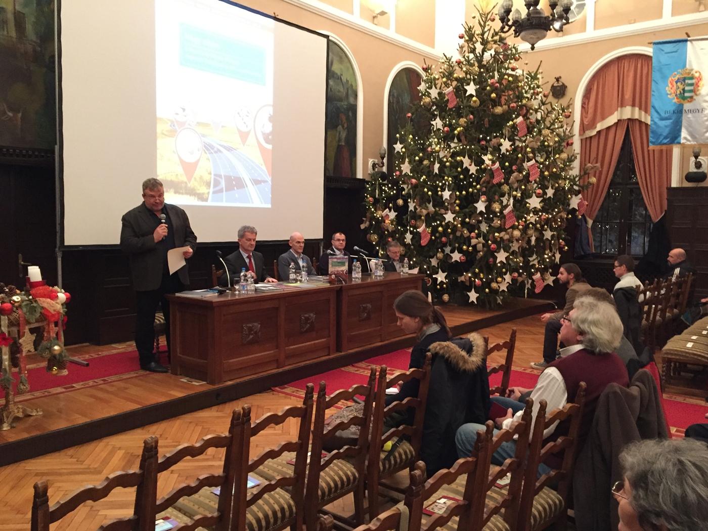 Négy sávon: bemutatták a Munkácsy új évkönyvét