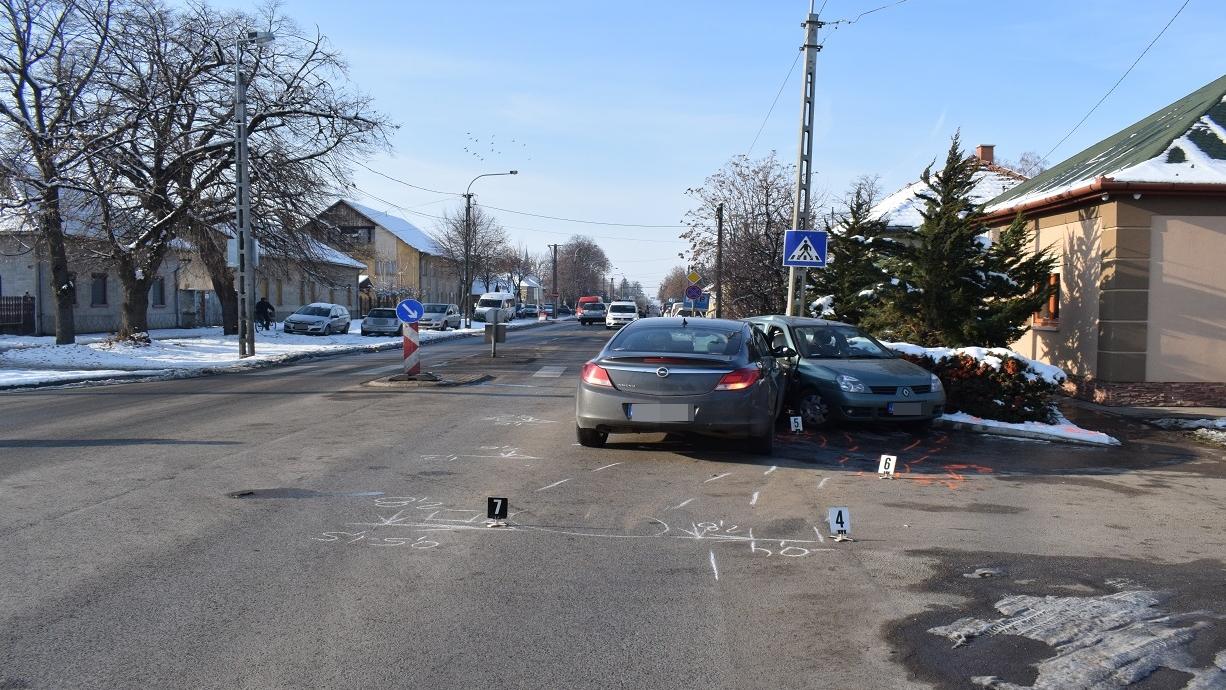 Balesetnél helyszíneltek a rendőrök Békéscsabán, Kondoroson és Békésszentandráson