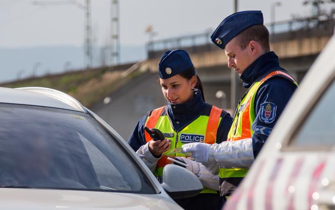 Újabb 5 százalékkal emelkedett a hivatásos állományú rendőrök bére