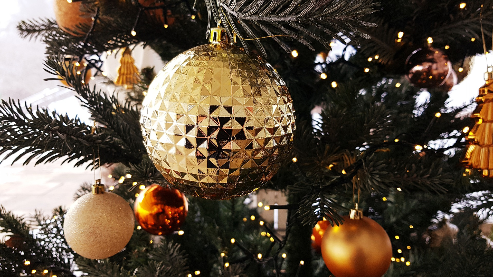 Karácsony számokban, avagy ki állítsa a fát?