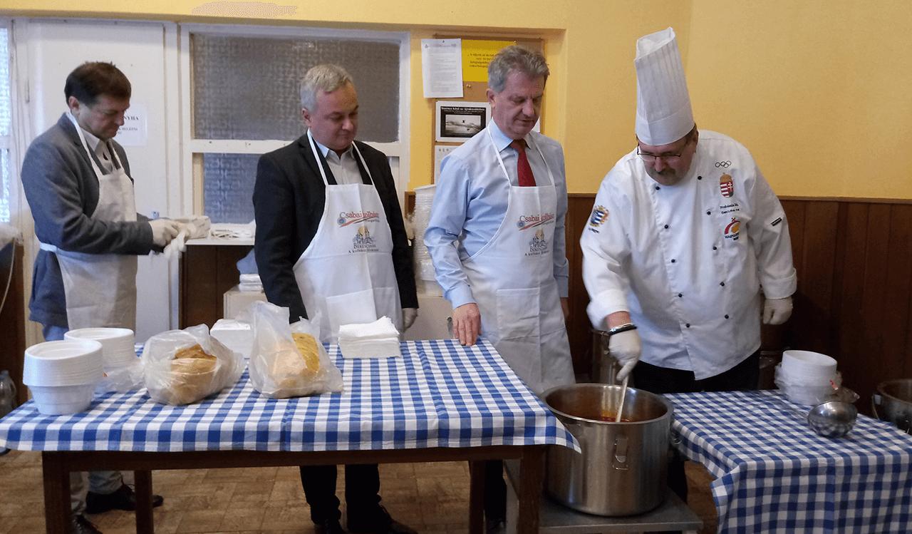 Megrendezésre került a karácsonyi jótékonysági ételosztás Békéscsabán