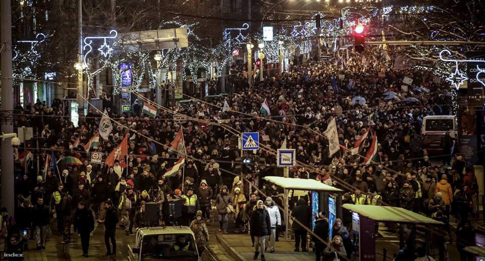 Az utóbbi idők legnagyobb kormányellenes tüntetéssorozatát éljük