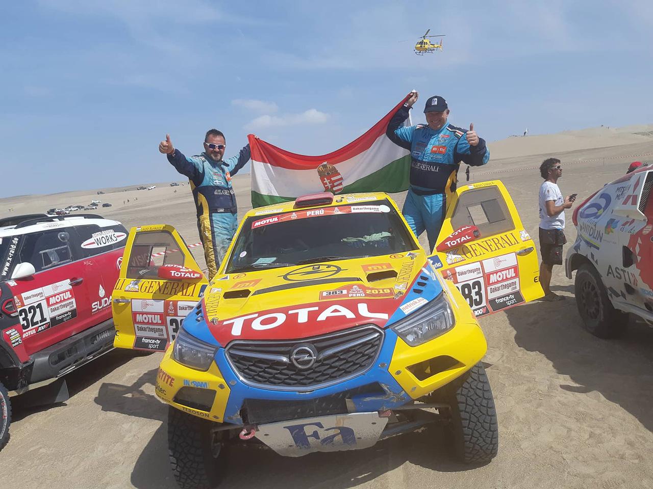 Szalayék célba értek a Dakaron – a 20. hellyel megismételték legjobb eredményüket!