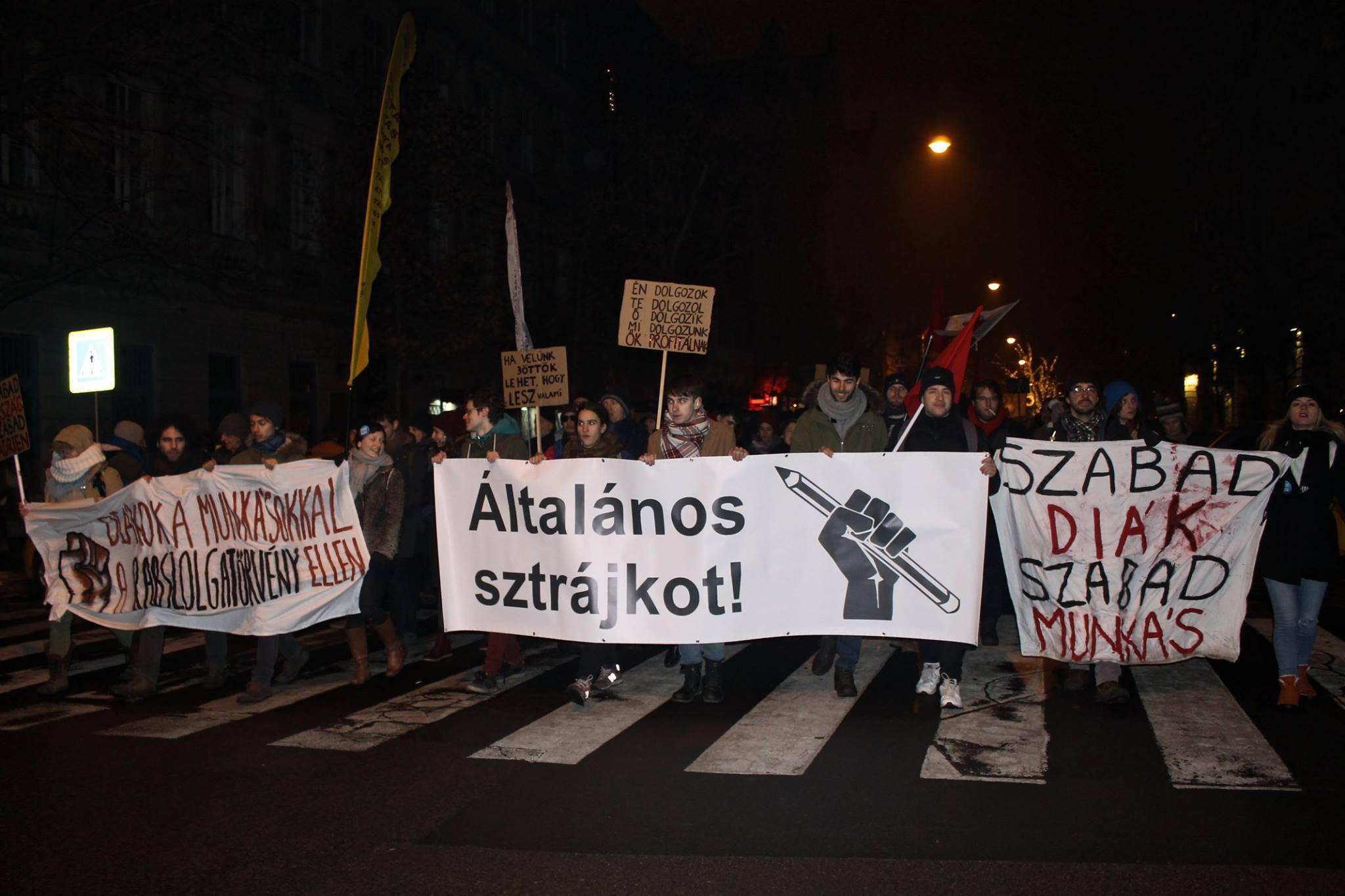 Újabb tiltakozásokra szólítottak föl az ellenzéki pártok és a szakszervezetek