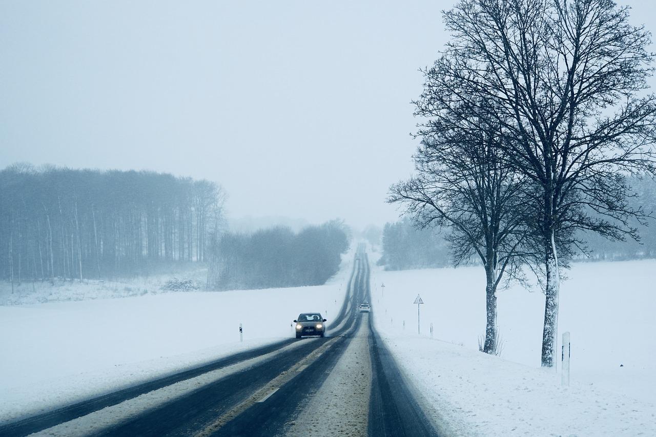 Hófúvás és ónos eső lassíthatja a közlekedést több megyében is