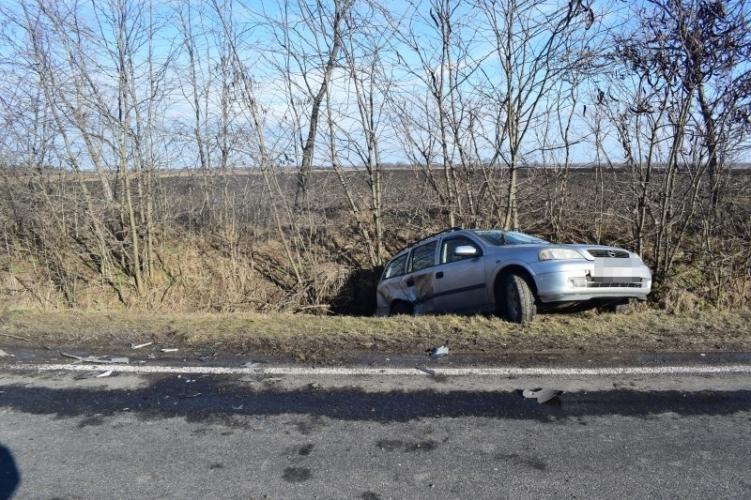 Négy közúti baleset: öt könnyű és három súlyos sérült