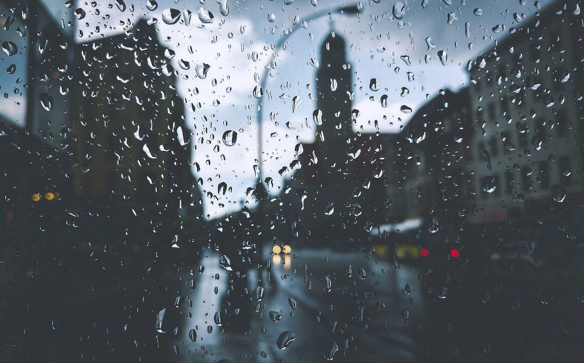 Néhol 50 mm-nél is több eső eshet kedd reggelig