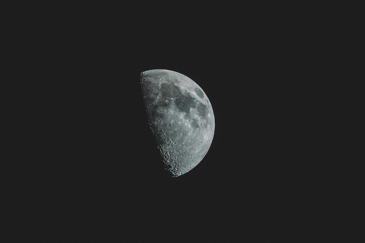 Csaknem 50 év után nyitottak fel a NASA kutatói egy Holdról származó mintát