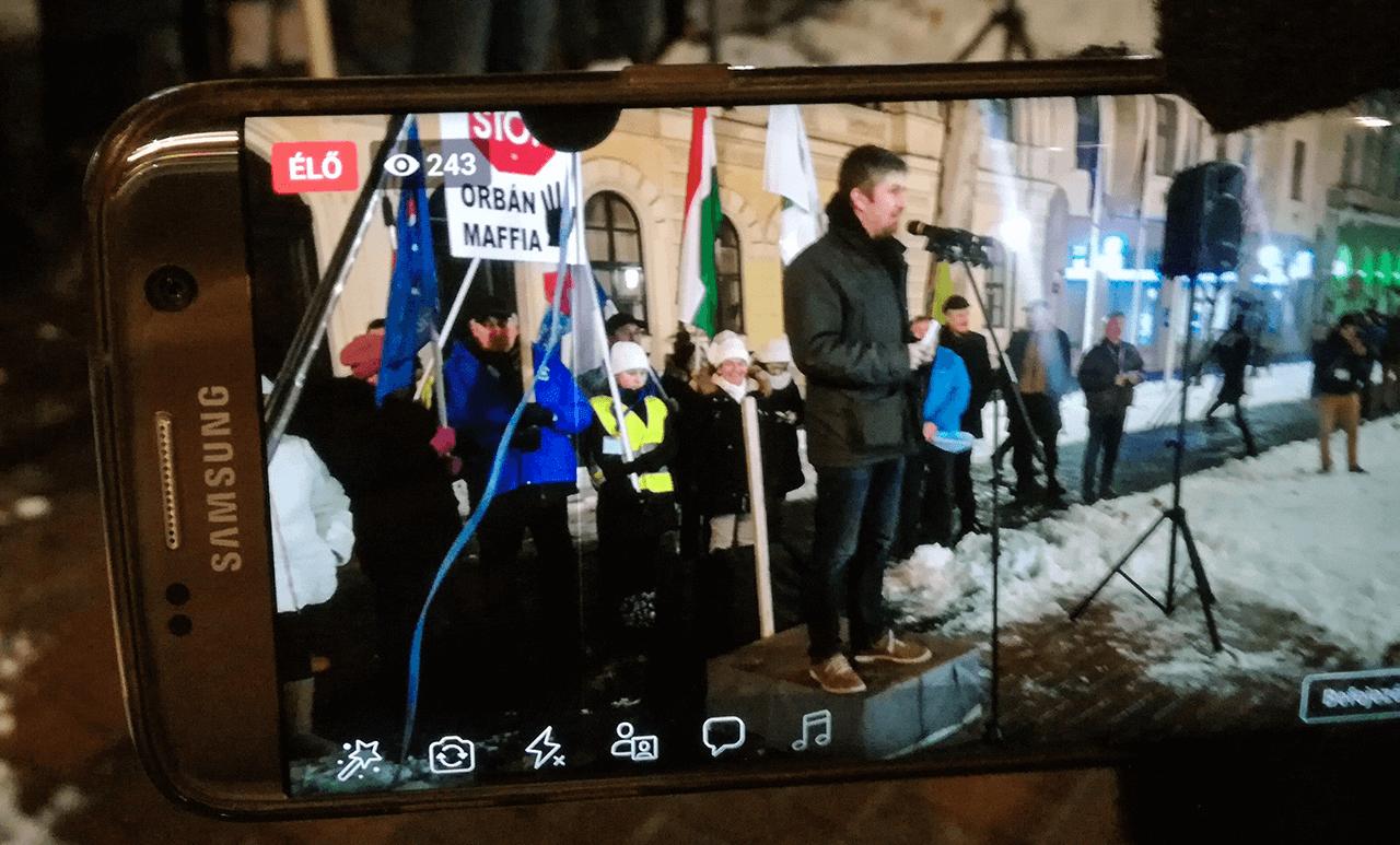 Élő közvetítésünk a Békés megyei tüntetésekről