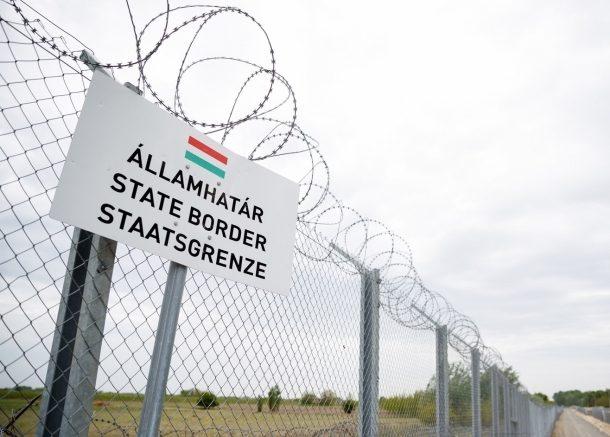 Húsz határsértőt és egy embercsempészt fogtak el Mezőhegyes közelében