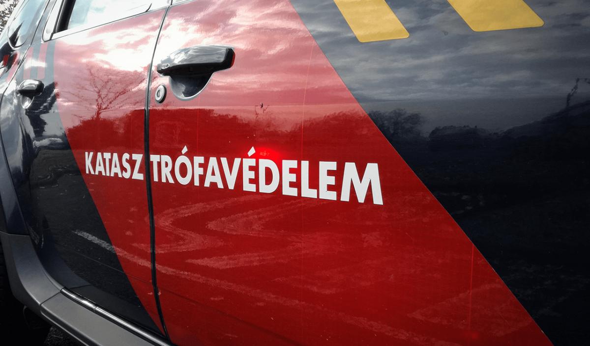 Villanyoszlopnak ütközött egy autó Békéscsabán