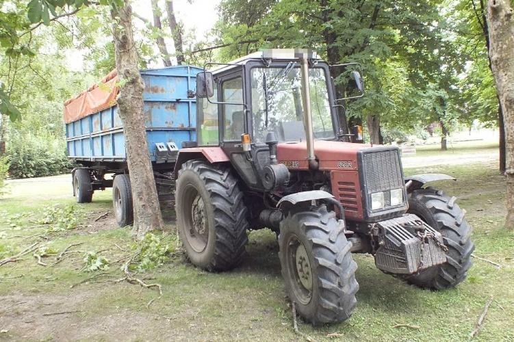 Részegen vezette a traktort, majd fának ütközött egy férfi Kétsopronyban