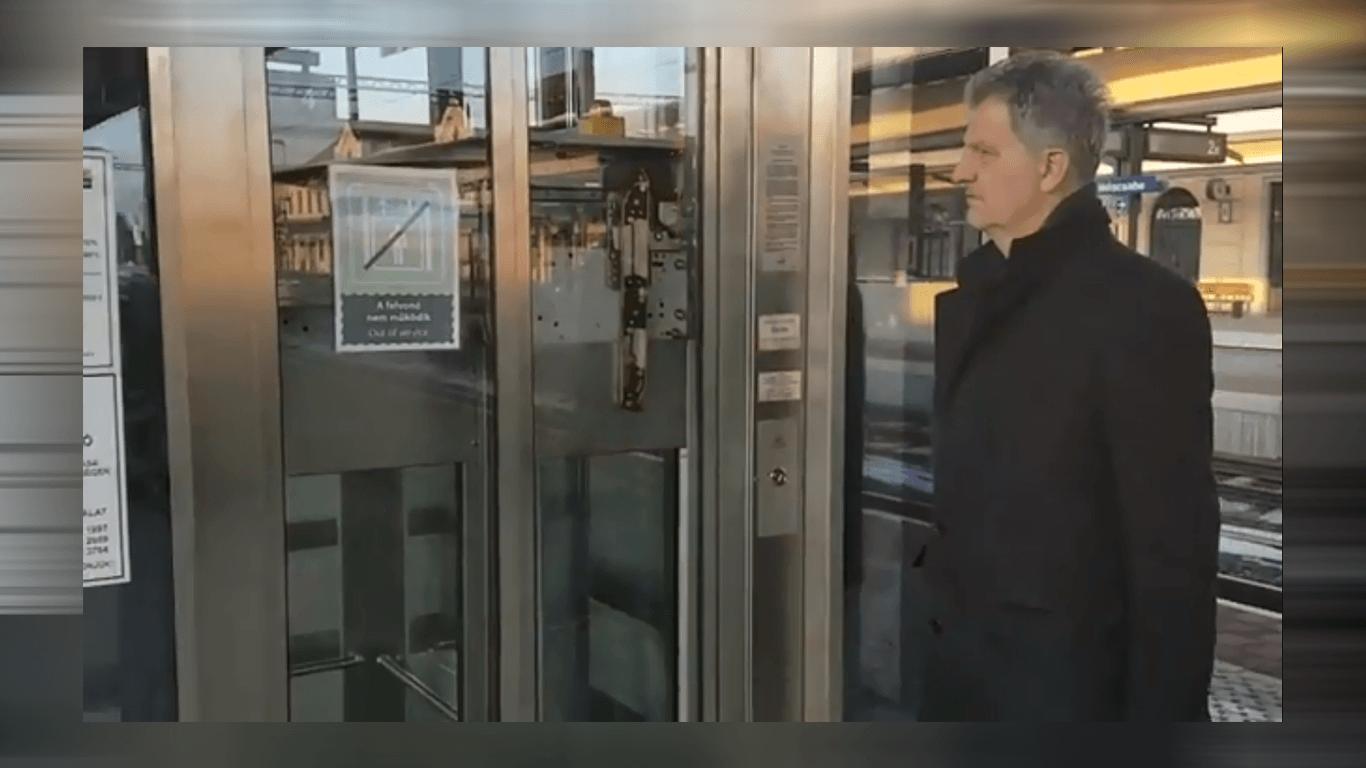 Egy lift még mindig nem működik a vasúti pályaudvaron