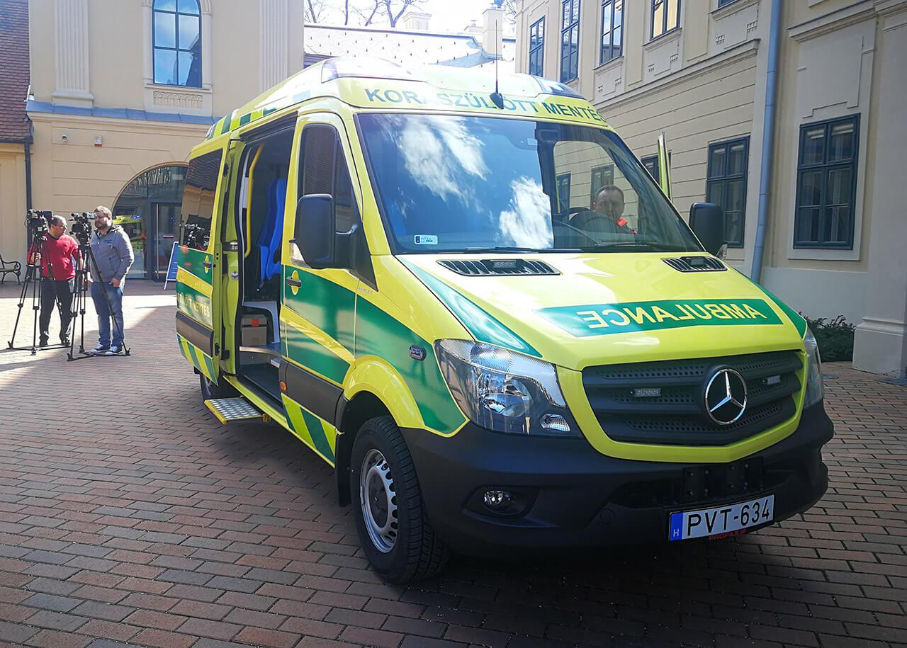 Szolgálatba állították a Békés megyei koraszülött-mentőautót