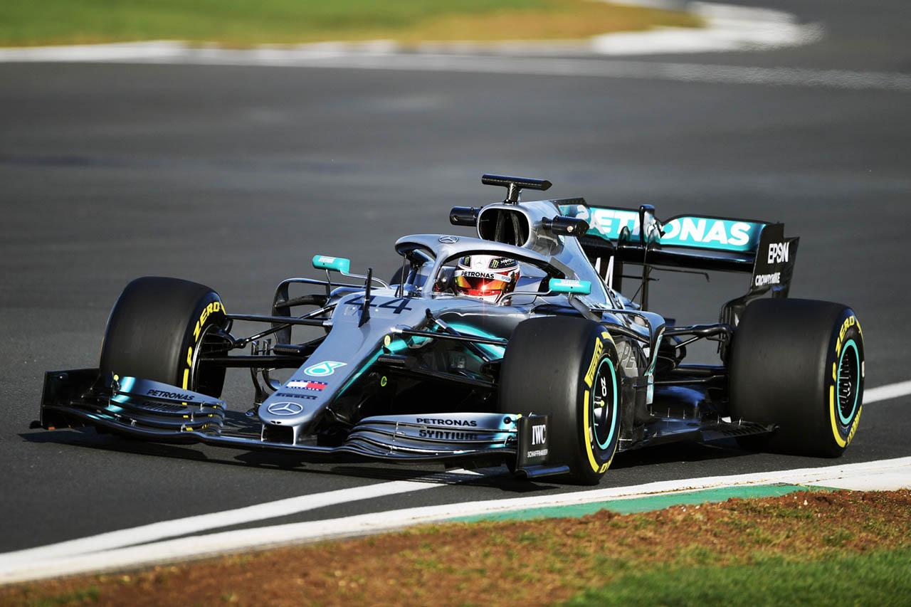 Hamilton: Nagyon erősnek tűnik a Ferrari