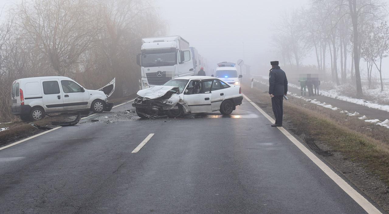 Súlyos sérüléssel járó balesetnél helyszíneltek Szarvas és Csabacsűd közelében