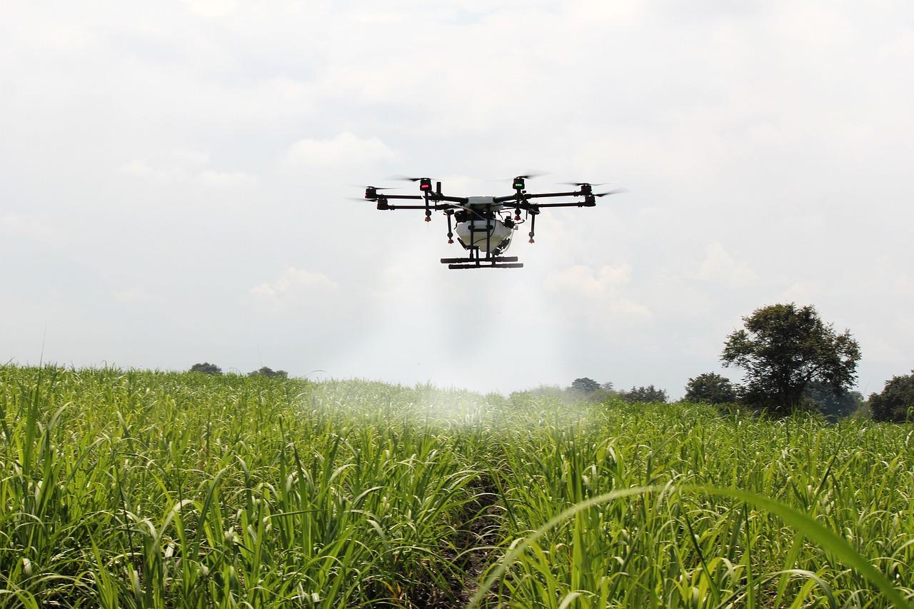 A drónos permetezés szabálymódosítását fogja kezdeményezni az agrárkamara