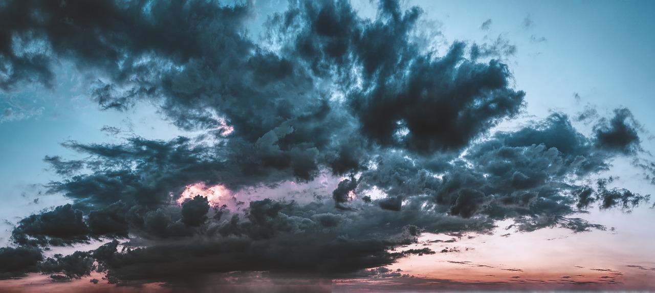 Meteorológiai szolgálat: hidegfront érte el az ország térségét, ami erős, viharos széllel tört be a Kárpát-medencébe