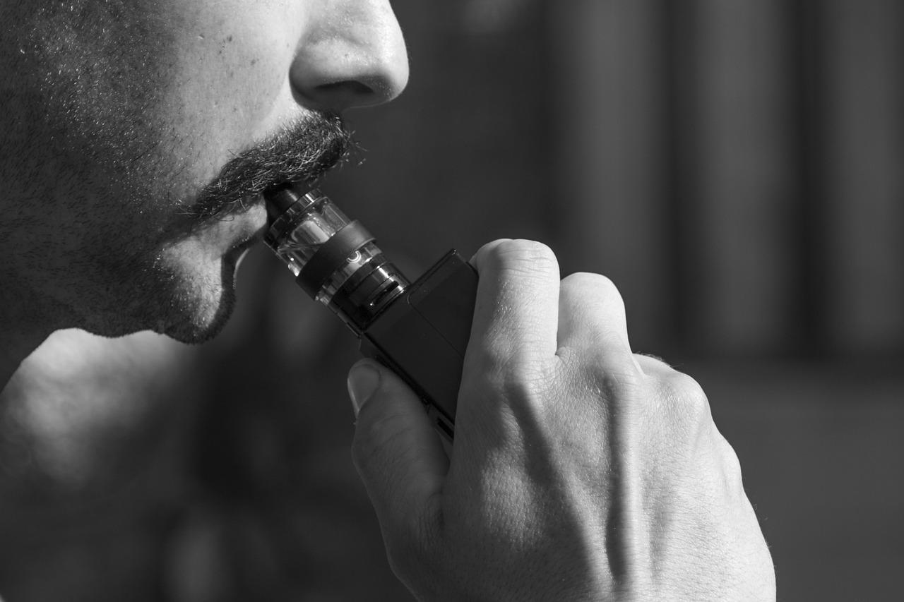 Mégsem olyan ártalmatlan az e-cigaretta