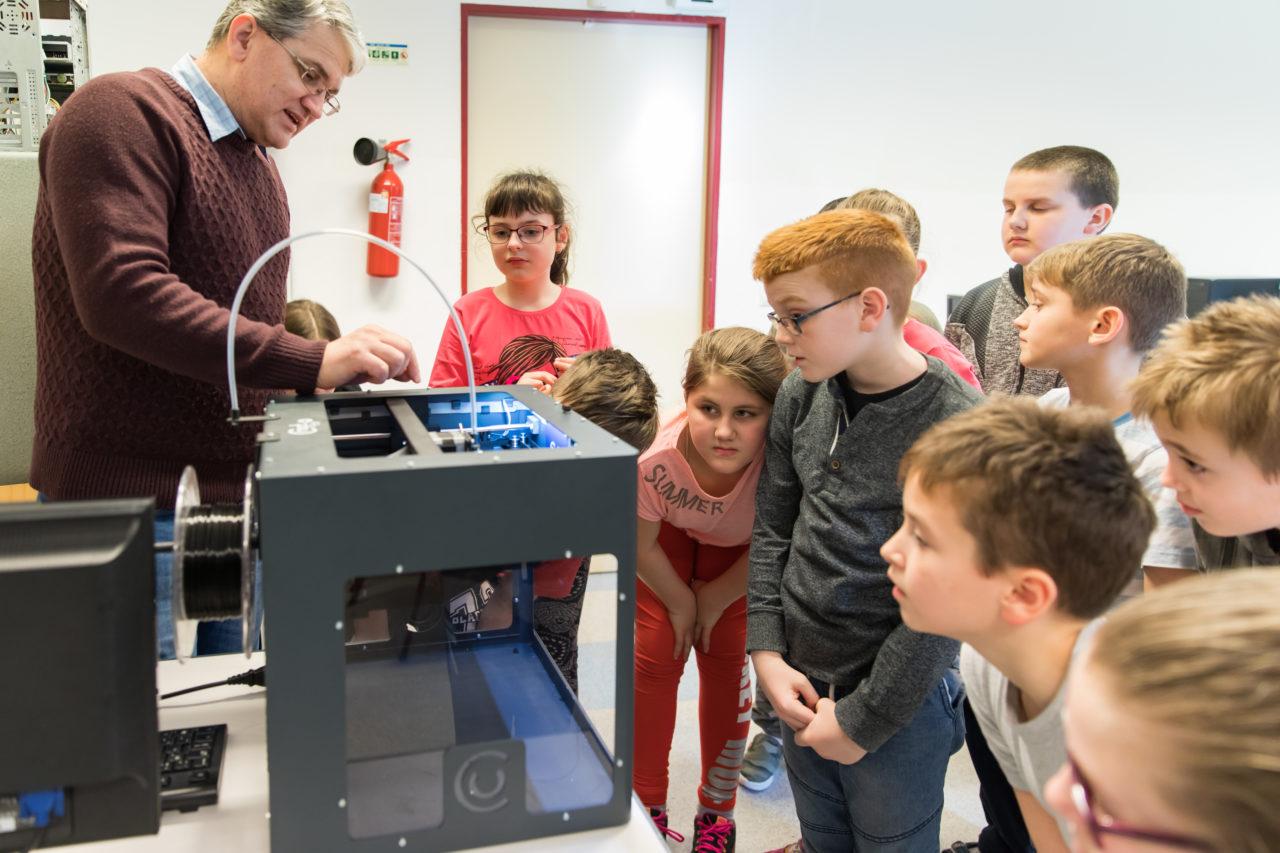 3D modellezés és barkácsolás zajlik a műhelyben