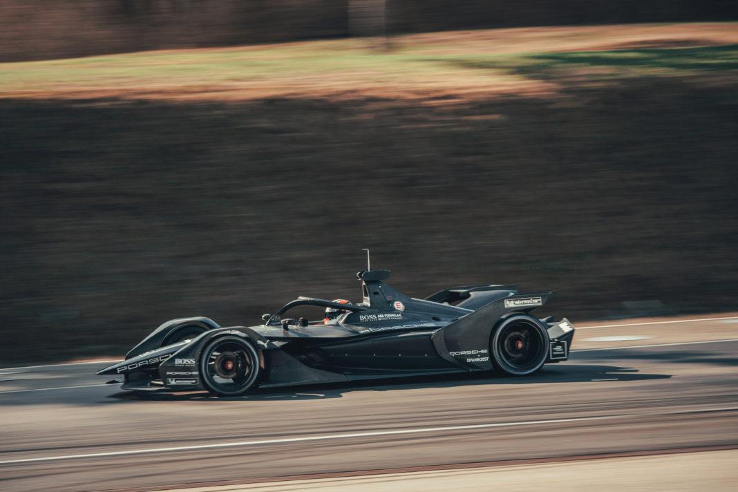 Teljesítette első métereit a Porsche Formula E autója