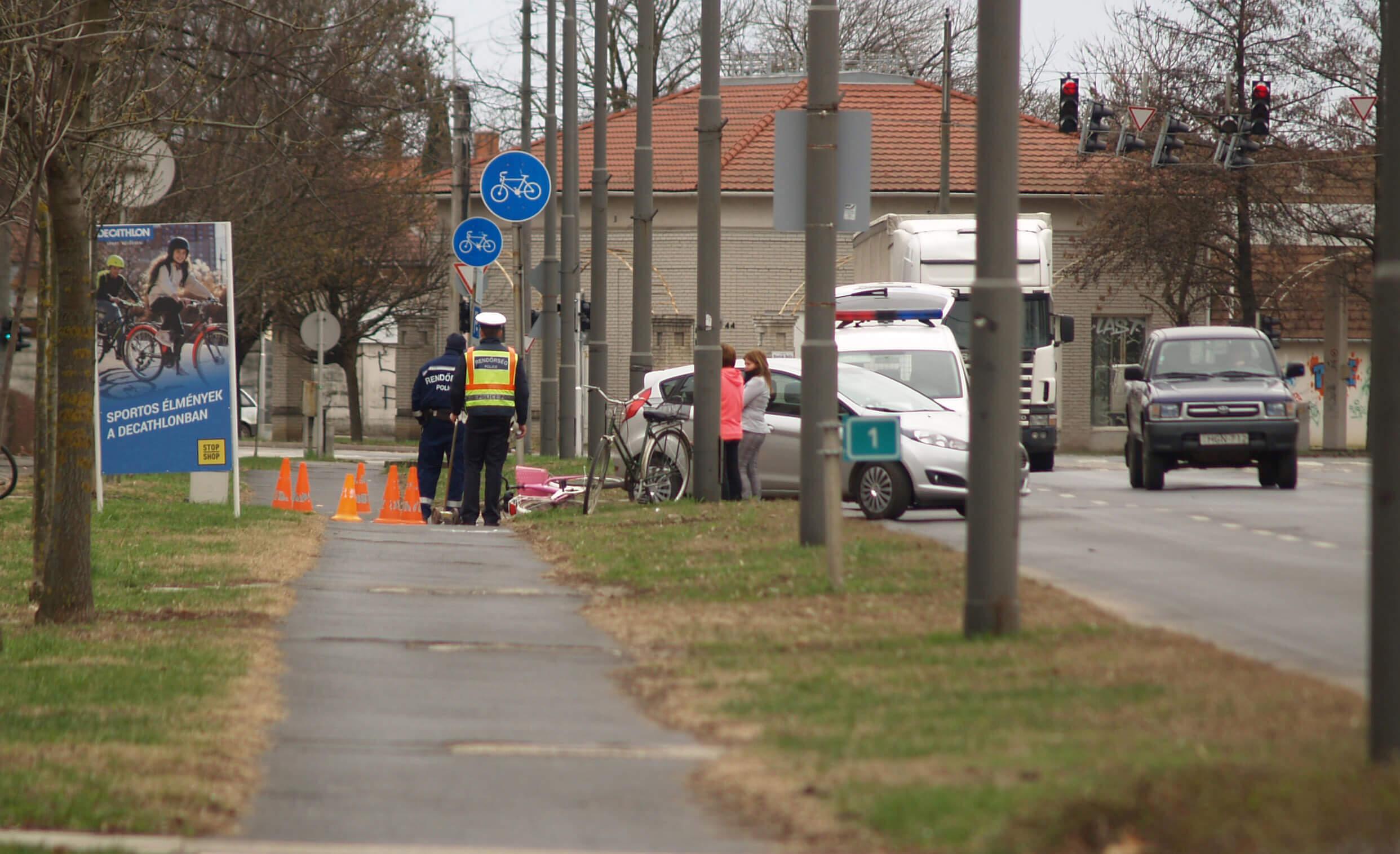 Tolatás közben ütöttek el egy kerékpáros nőt Békéscsabán