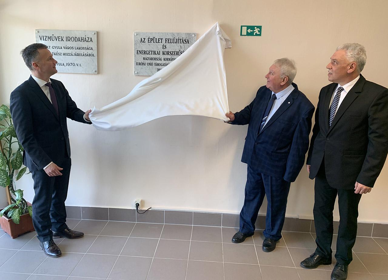 Ünnepélyes keretek között adták át a Gyulai Közüzemi Nonprofit Kft. megújult székházát