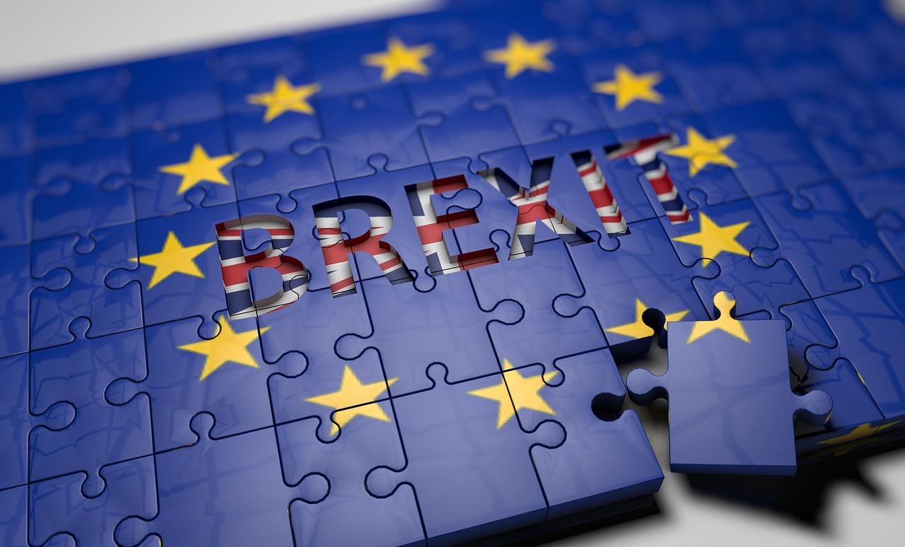 Brexit – Az uralkodó jóváhagyásával életbe lépett a kilépésről szóló törvény