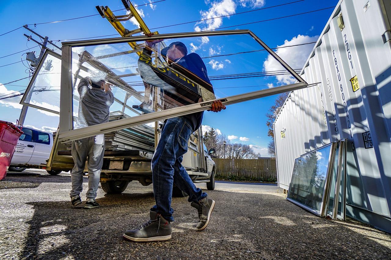 Csalók: nyílászáró-felújítás ürügyén kérik el a pénzt
