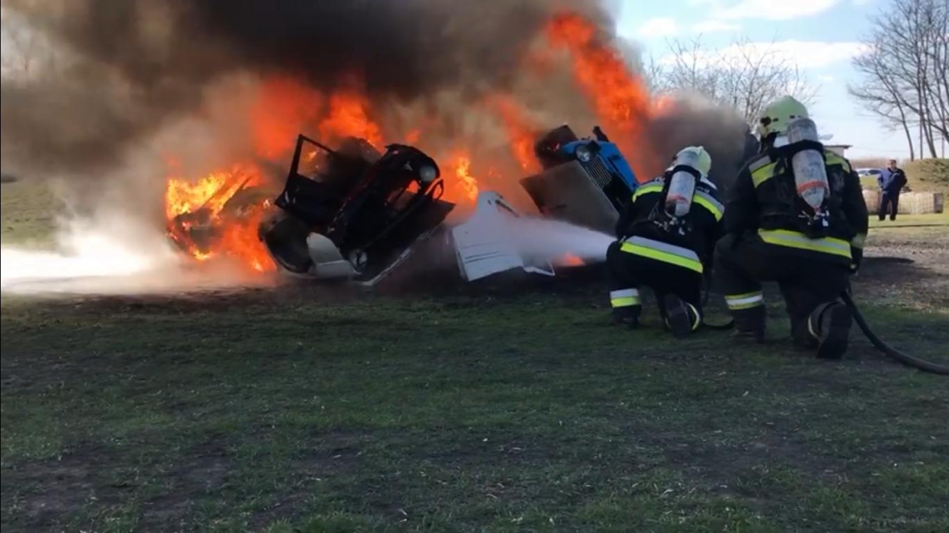 Így gyakorlatoznak a tűzoltók