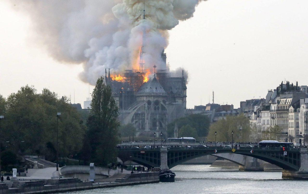 Békéscsaba 1000 euróval hozzájárul a Notre-Dame felújításához