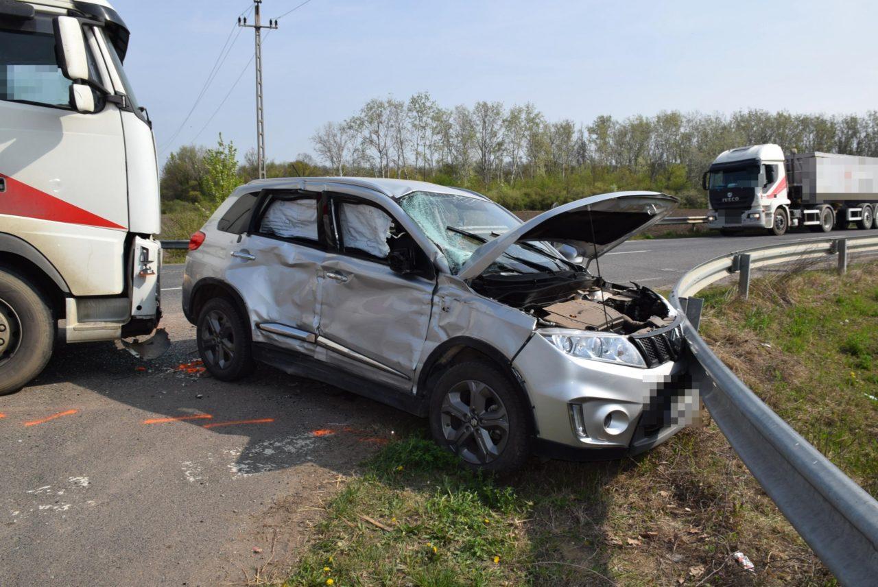Közlekedési baleset és ittas járművezetés miatt intézkedtek