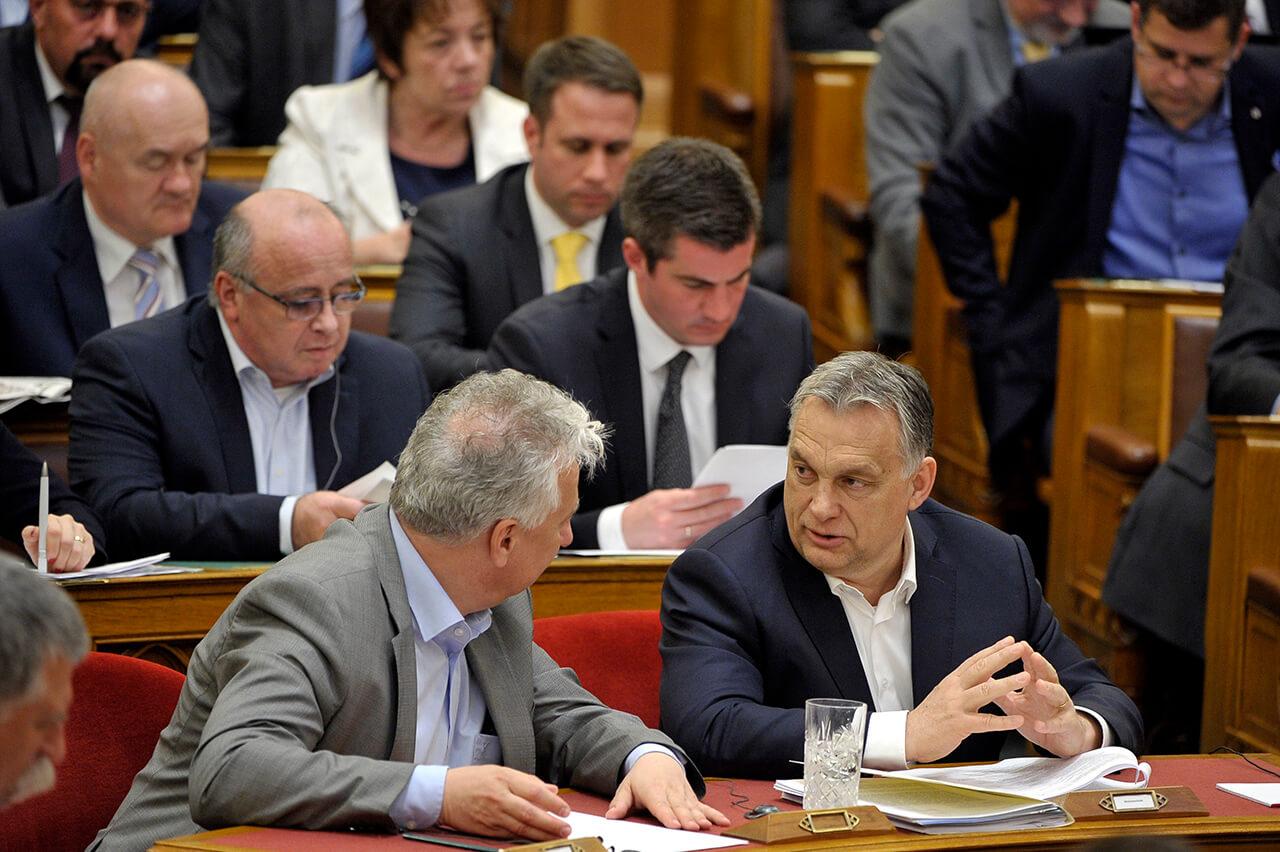 Elfogadta a parlament a családvédelmi akcióterv bevezetéséhez szükséges törvénymódosításokat
