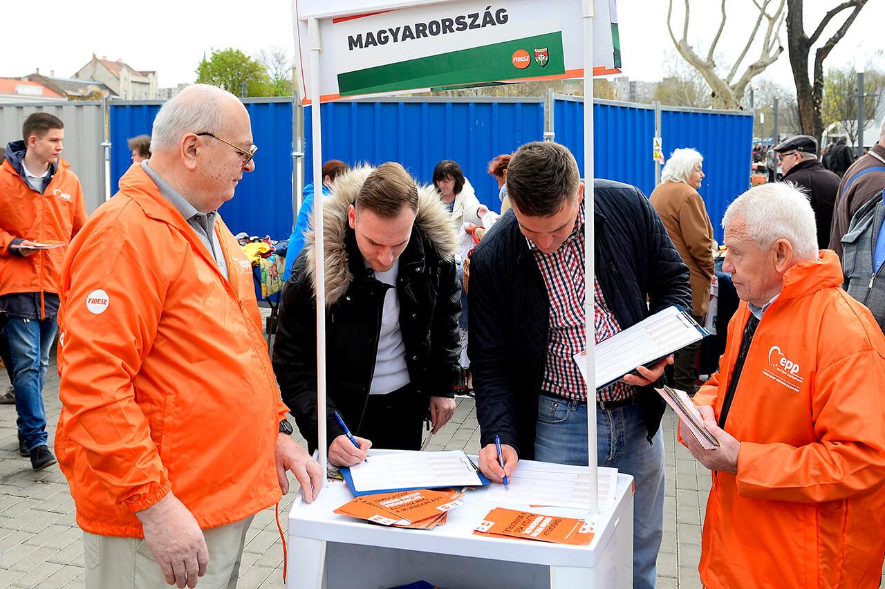 Elindult a Fidesz országos aláírásgyűjtő akciója