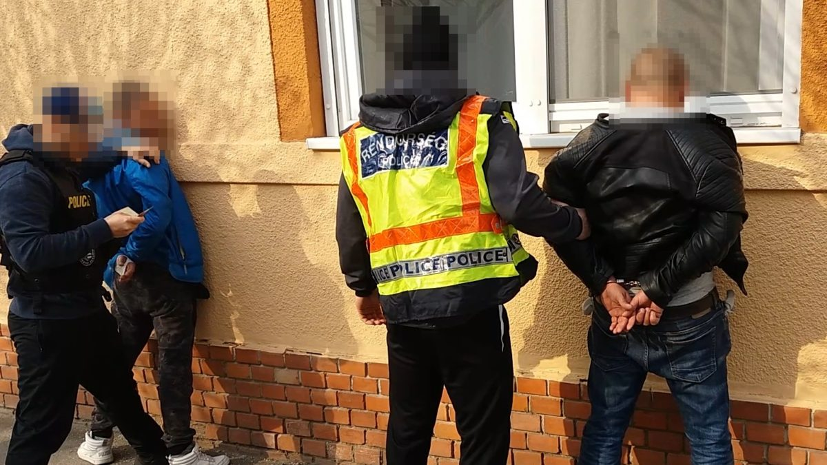 Kábítószer-terjesztőket fogott el a rendőrség Békéscsabán