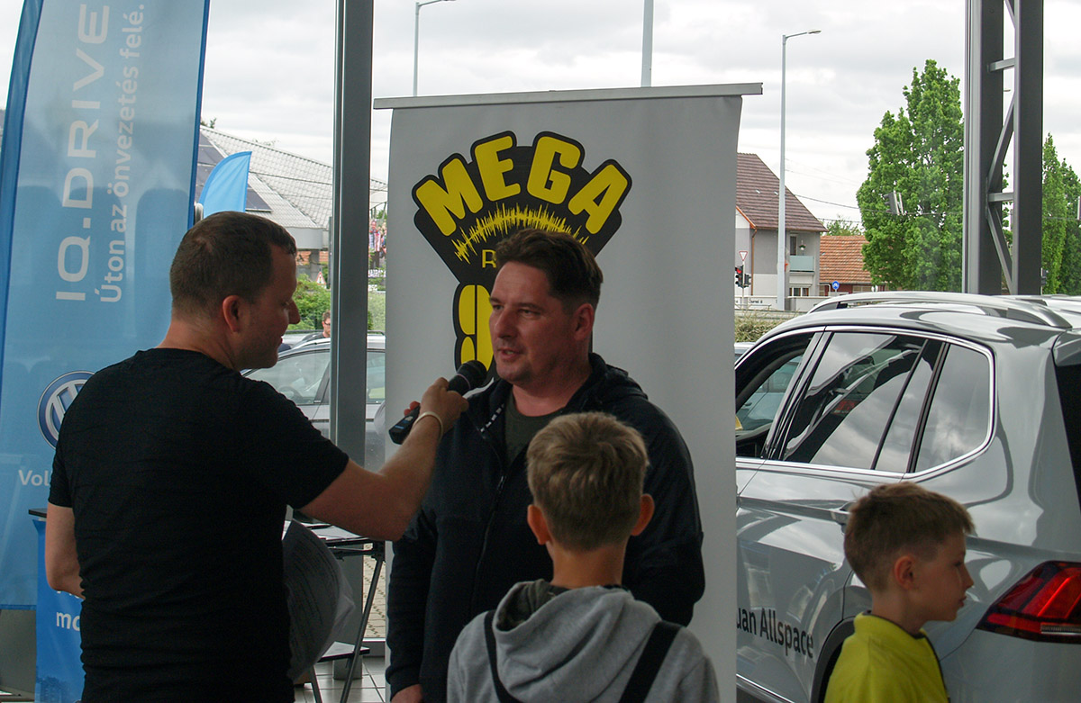 Élő kívánságműsorral jelentkezett a Mega Rádió az AutoMobil Körös Kft. IQ Drive Showjáról