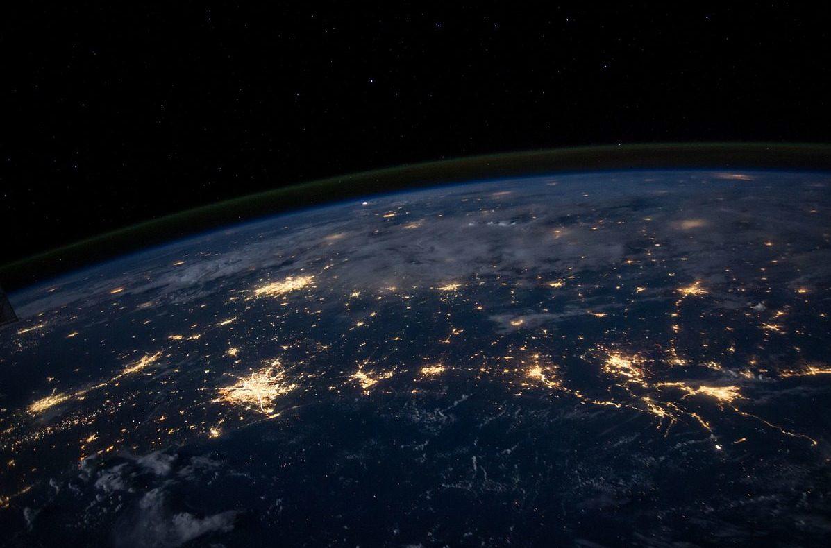 Az interneten követhető adiákműholdútja