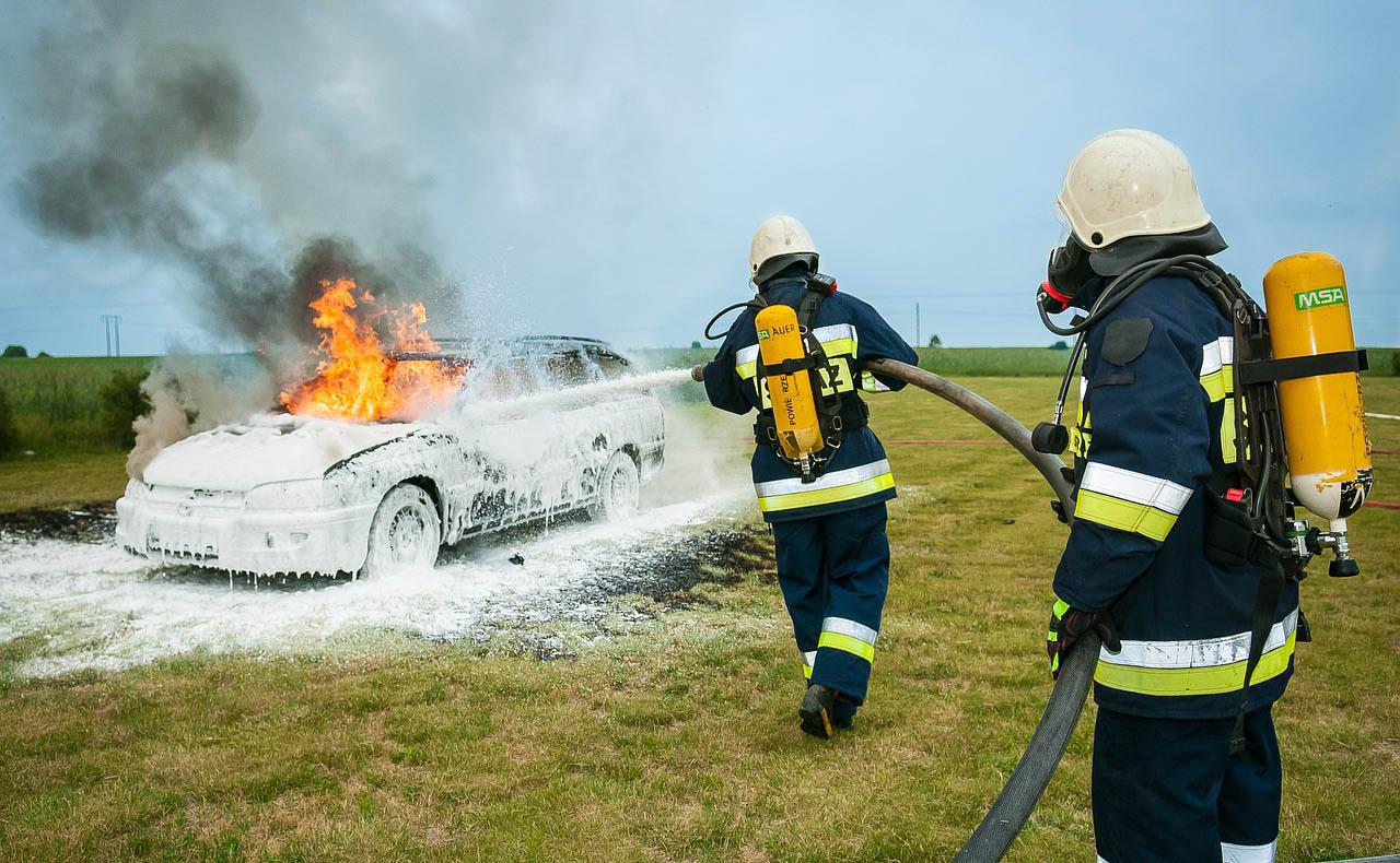 Idén eddig 118 jármű gyulladt ki, de mi okozza a gépjárműtüzeket?
