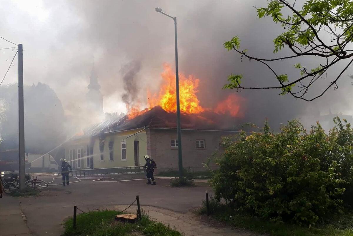 Leégett egy üzletház Békésen