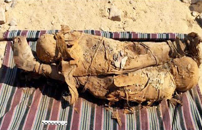 Legalább 34 múmiára bukkantak egy dél-egyiptomi ókori sír feltárásakor