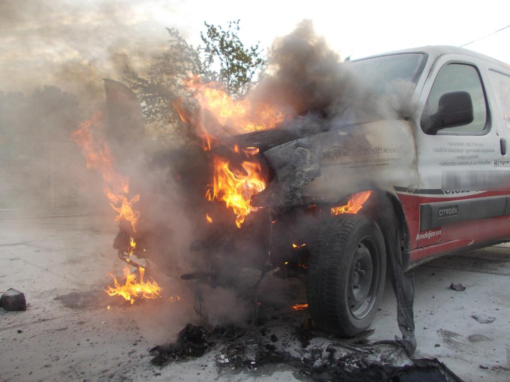 Kiégett egy autó Orosházán