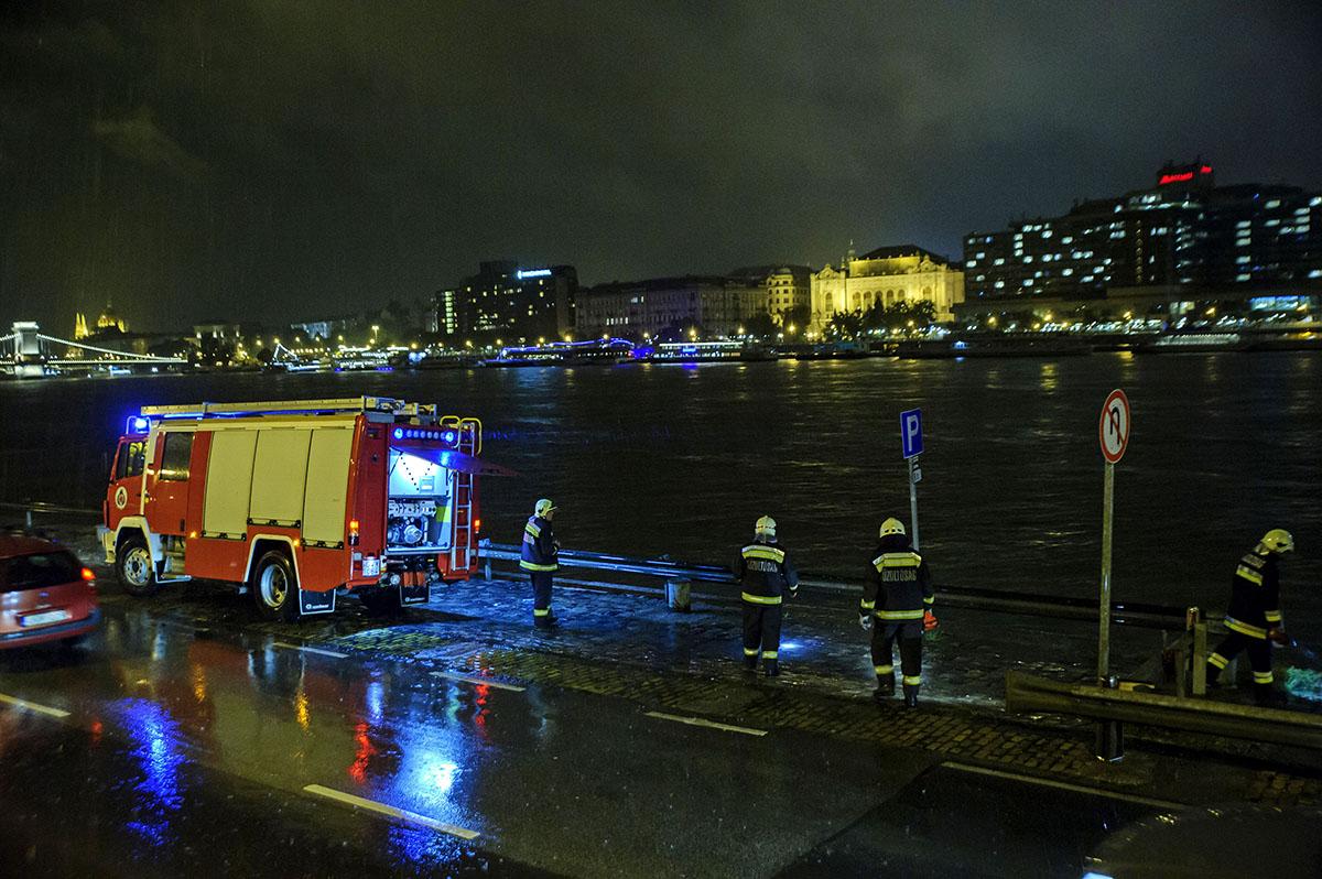 Hét ember meghalt, miután két hajó összeütközött, majd az egyik felborult és elsüllyedt a Dunán a Parlamentnél