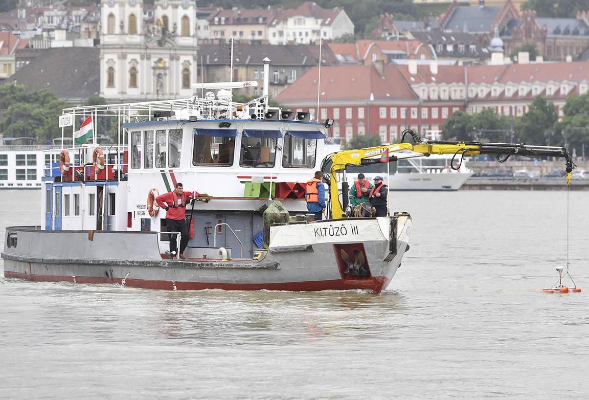 Dunai hajóbaleset – Szakértő: még napokba telhet a hajóroncs kiemelése